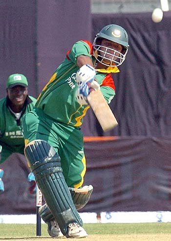 Man of the Match Nafees on way to 91 against Kenya on the 1st ODI.