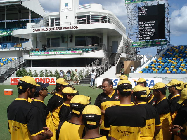 Whatmore speaks to his charges before practice. �Tigercricket.com