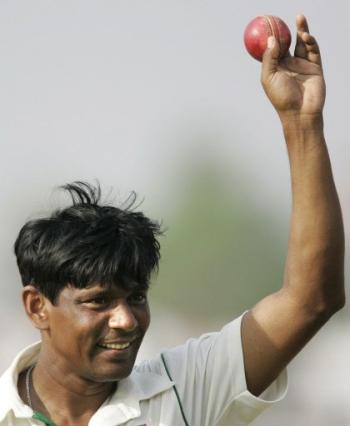 Mohammad Rafique celebrates his 100th Test wicket in his last appearance for Bangladesh in Chittagong Test