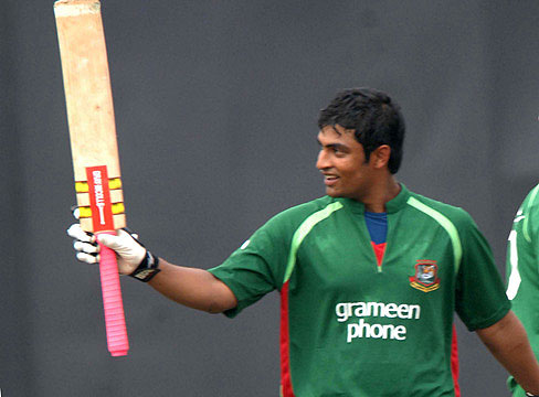 Bangladesh opener Tamim Iqbal celebrates his maiden hundred in the thrd ODI vs Ireland