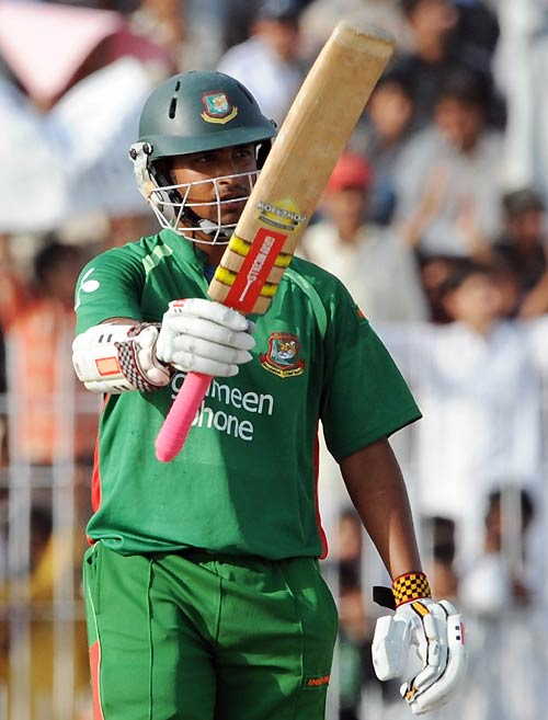 Tamim Iqbal celebrates his half-century, Pakistan v Bangladesh, 2nd ODI, Faisalabad