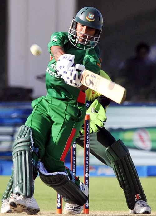 Shakib Al Hasan on the way to his century, Pakistan v Bangladesh, 4th ODI, Multan