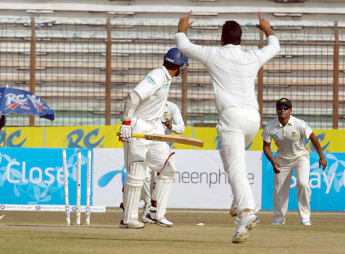 Kumar Sangakkara looks back at his shattered stumps as bowler Mashrafee celebrates. Bangladesh vs Sri Lanka. Test 2, Day 1.. �TigerCricket.com