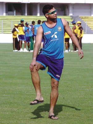 captain Mashrafe Bin Mortaza checks his troublesome knee as he attends the training camp at the Sher-e-Bangla Stadium yesterday for the upcoming home series against Zimbabwe. Photo: DS